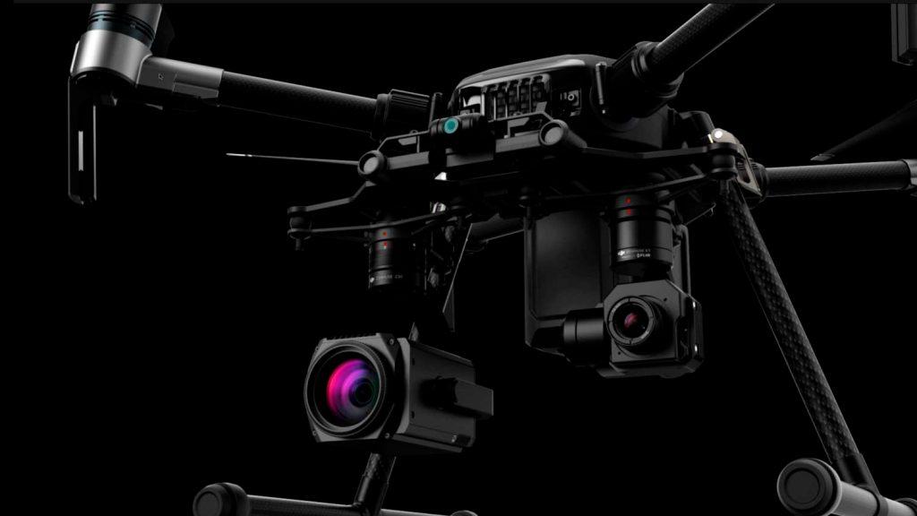 Одно из преимуществ дронов DJI Matrice 210 V2 - возможность установить внизу две камеры, например, с зумом Z30 и тепловизионную Zenmuse XT2
