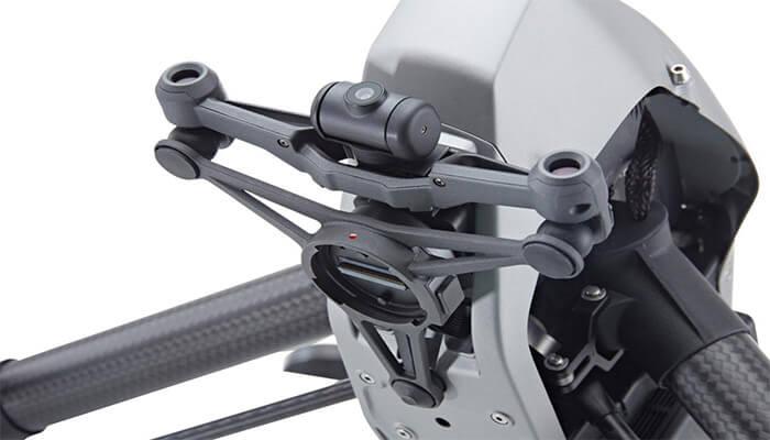 Датчики обхода препятствий и FPV-камера на передней подвеске Inspire 2