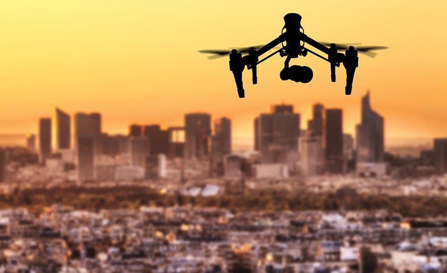 Одна из важнейших проблем использования любительских и профессиональных дронов - управление БПЛА в районе населенных пунктов, аэропортов и других объектов подобного рода.