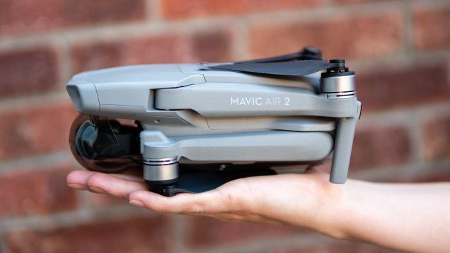 DJI Mavic Air 2 немного больше предшественника, но не существенно