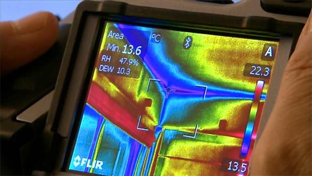 Изотерма на дисплее, показывающая диапазон распределения температур в помещении