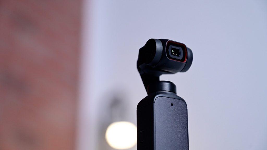 DJI Pocket 2. Обратите внимание на размеры объектива камеры.
