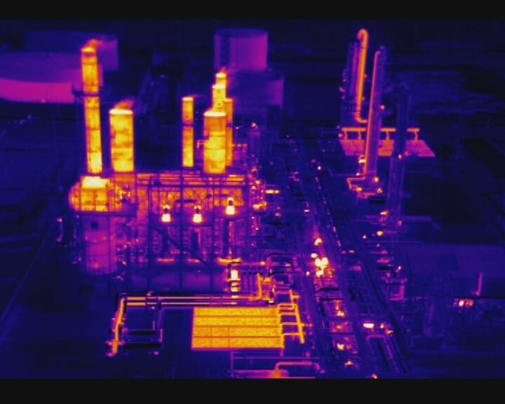 Результат съемки производственных объектов с помощью тепловизионной камеры, установленной на промышленном дроне DJI