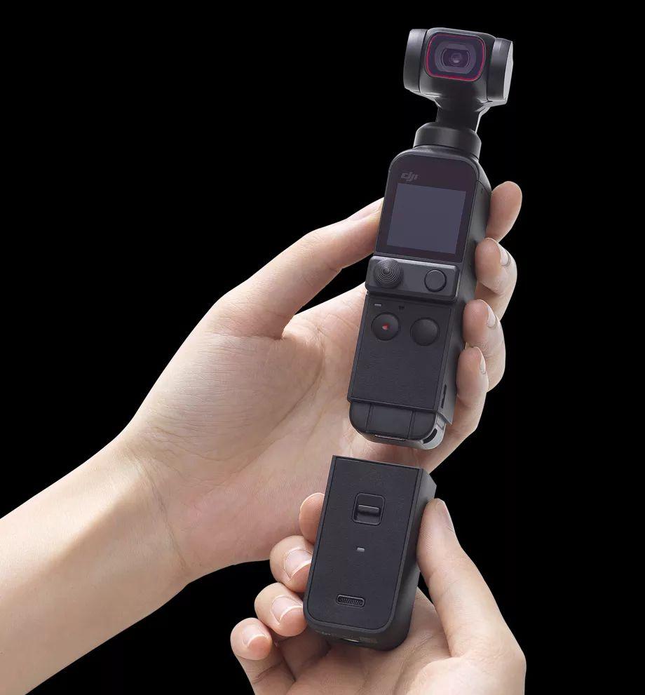 """Мини-камера Pocket 2 получила модульную конструкцию рукоятки - Do-It-All Handle (рукоятка """"все в одном""""). Она оснащена разъемом 3,5 мм и функционалом для беспроводного подключения"""