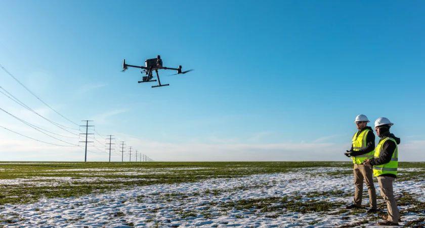 Функция двойного управления дронами Matrice 300 RTK также повышает безопасность пилотирования в зимний период