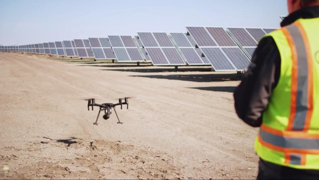 Как дроны помогают развитию применения возобновляемых источников энергии